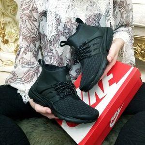 ad31203d8f Women Nike Slip Resistant Shoes on Poshmark